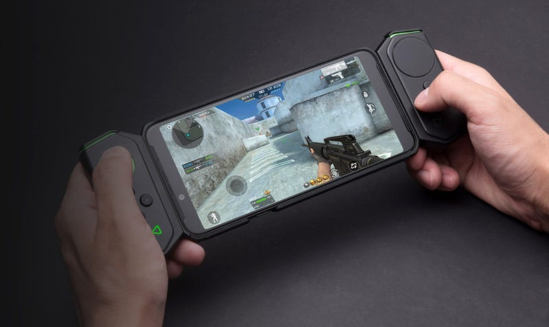 Illustration for article titled Xiaomi Black Shark Helo: el nuevo móvil de Xiaomi para gamers ofrece 10GB de RAM y mandos por 600 dólares