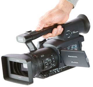 Illustration for article titled Panasonic HPX-170 P2 Camera is Solid State, HD, Handheld