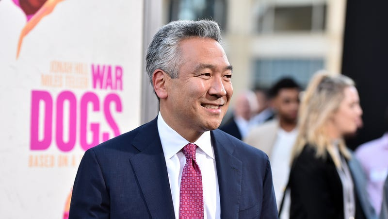 Illustration for article titled Warner Bros. studio headKevin Tsujihara steps down amidst sexual impropriety scandal