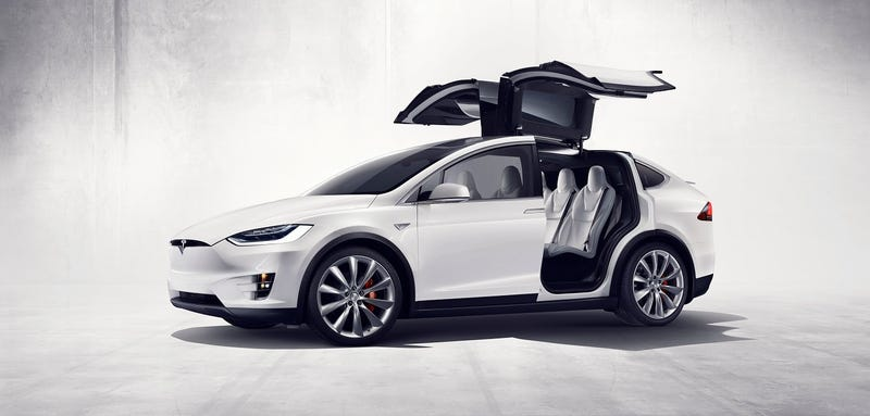Illustration for article titled El nuevo Tesla Model X ya está aquí, y parece una nave del futuro