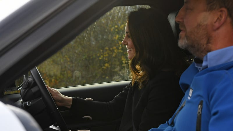 Kate Middleton DRIVING ANOTHER CAR in 2017