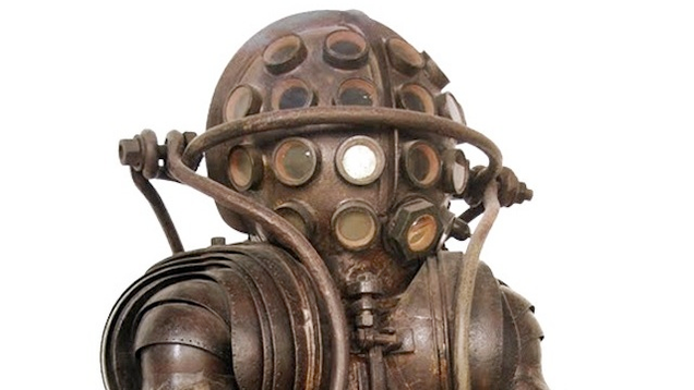 Ancient Diving Suit Helmet Royalty Free Stock Photography - Image ...
