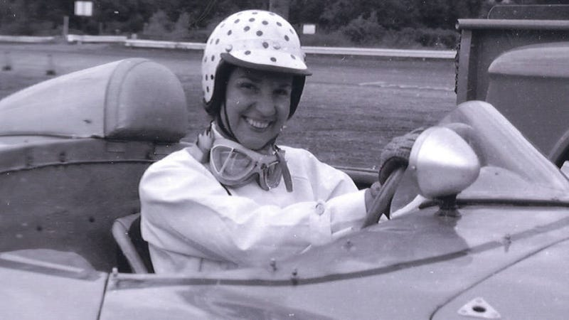 Illustration for article titled Denise McCluggage Changed the Face of Automotive Journalism By Actually Taking Part
