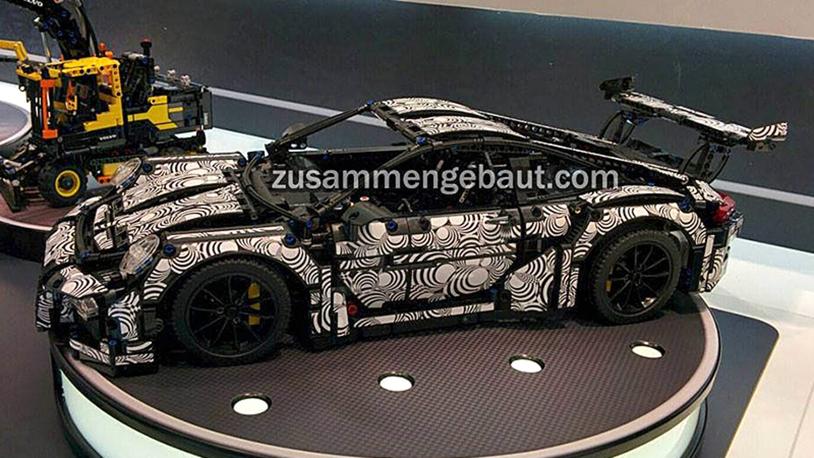 The Curves on Lego's New Technic Porsche 911 Are Just Perfect
