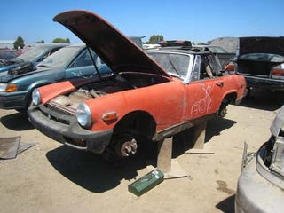 Illustration for article titled 1975 MG Midget Will Serve As A Light Snack For The Crusher