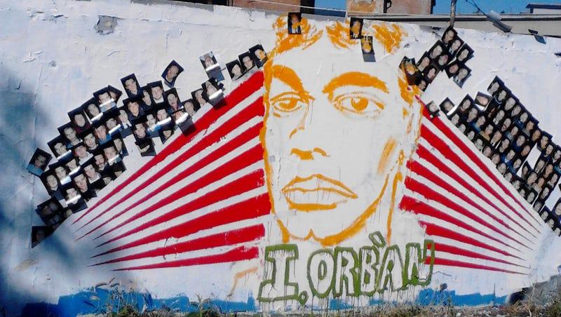 Illustration for article titled Atyaég! Mi ez az Orbán-installáció a Filatorigátnál?