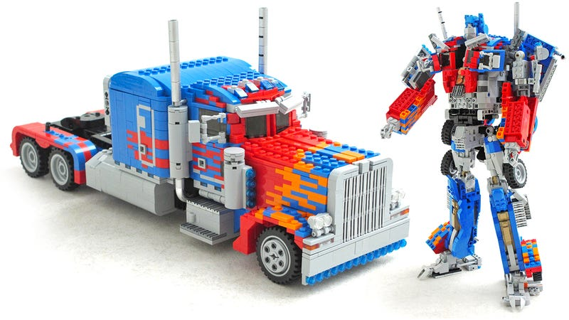 Illustration for article titled This Transforming Lego Optimus Prime Must Be Bending the Laws of Physics