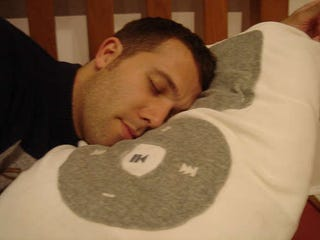 Illustration for article titled Super iPod Pillow is Plusher than Plush, Plays MP3s