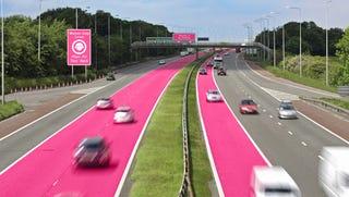 Illustration for article titled Külön rózsaszín sávokra terelné a nőket egy brit biztosító
