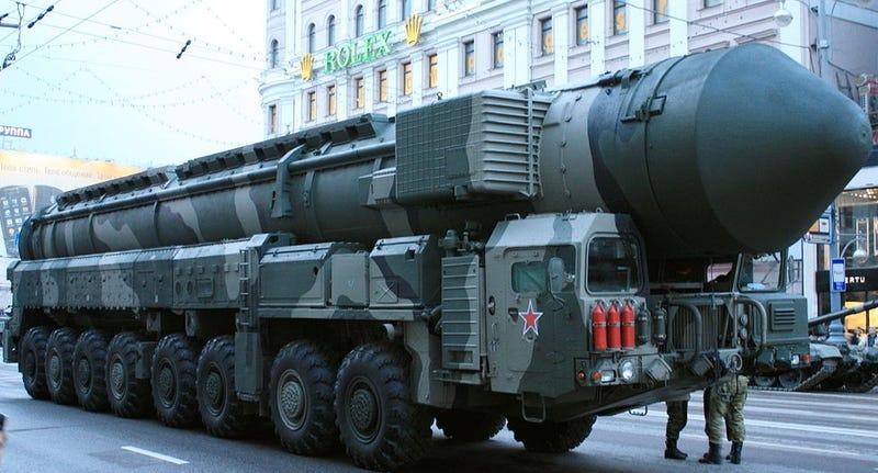 Científicos rusos quieren disparar un misil nuclear a un asteroide en el año 2036