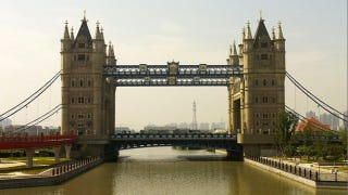 Illustration for article titled Hey, It's the London Tower Bridge...in China