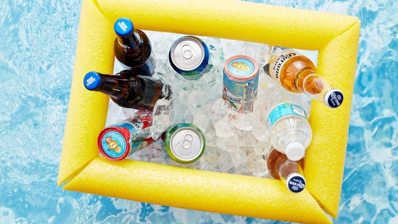 Illustration for article titled This DIY Floating Cooler Means You Never Have to Leave the Pool to Grab a Drink