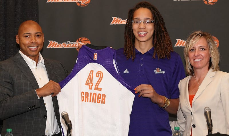 Illustration for article titled Brittney Griner Signs With A Chinese Team Because It Pays A Lot More