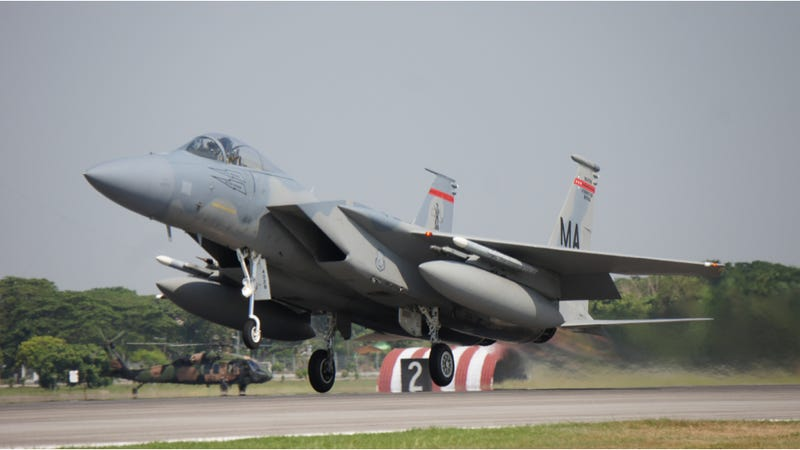 Illustration for article titled An F-15 Fighter Jet Has Reportedly Crashed In Virginia [UPDATE]