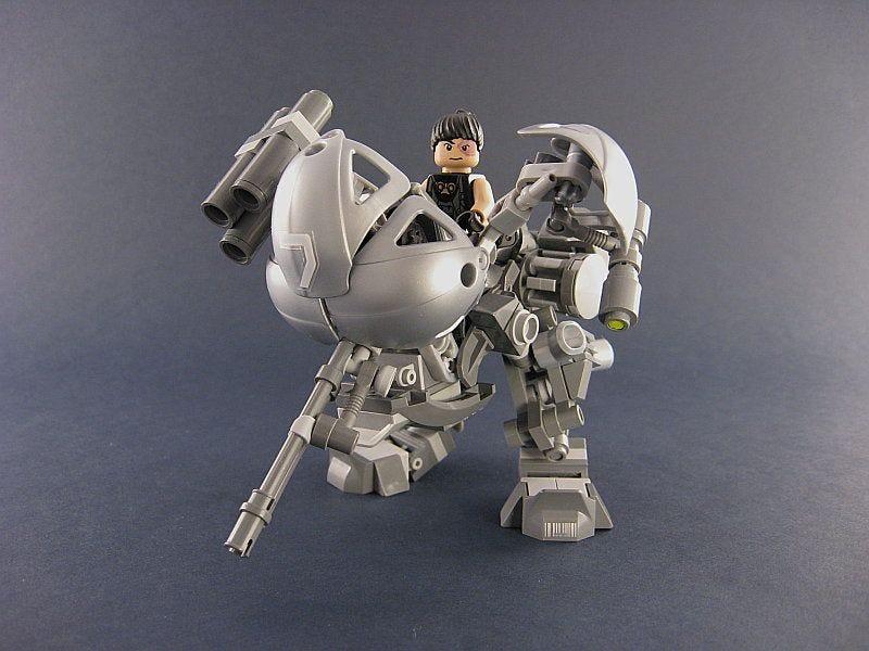 Illustration for article titled UM-5 War Doll Lego Mecha Pops Open To Reveal Pilot Cockpit