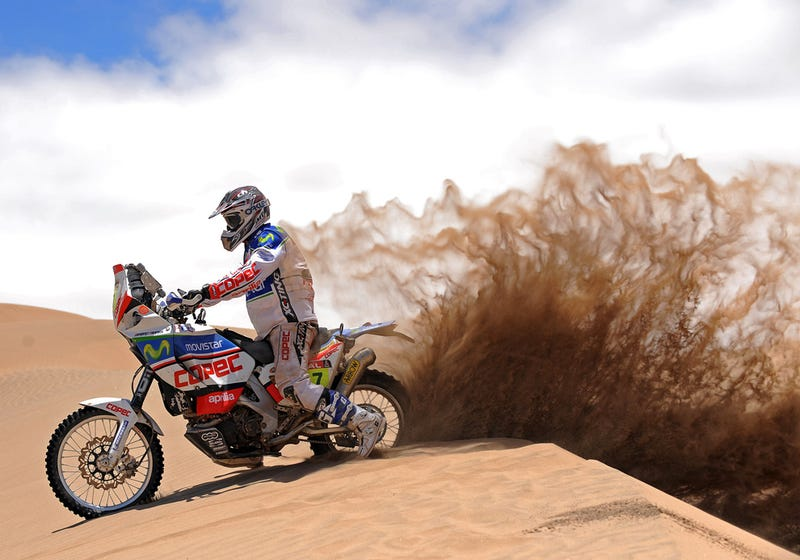 Illustration for article titled Dakar Rally: A Racing Photographer's Wet Dream