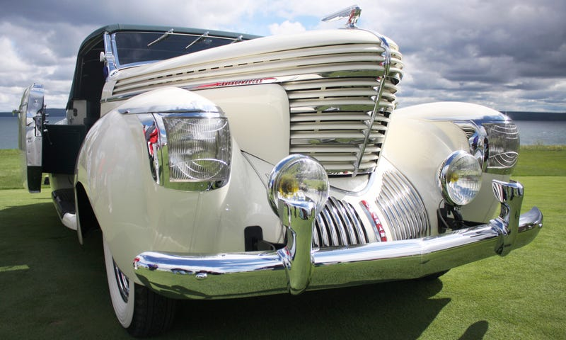 Illustration for article titled This Incredible Saoutchik-Bodied Graham Won This Year's Cobble Beach Concours