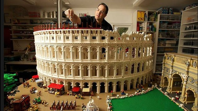 LEGO Colosseum - The Awesomer