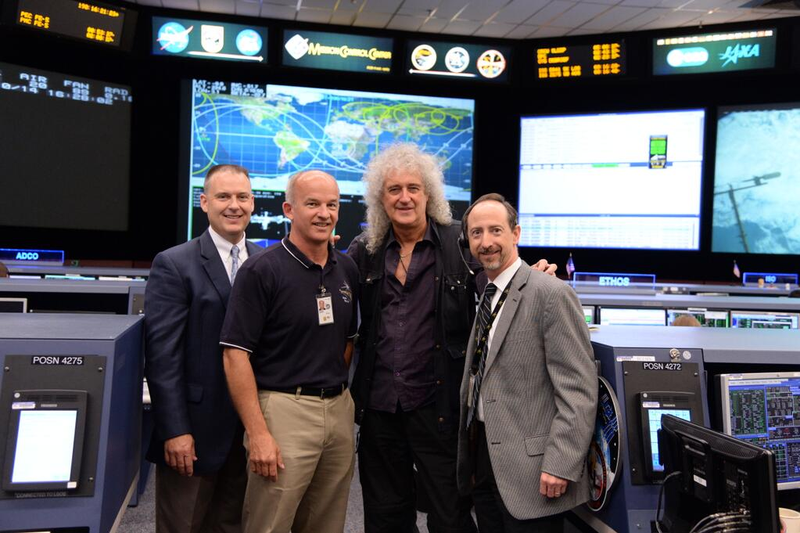 Illustration for article titled British astrophysicist Brian May visits NASA