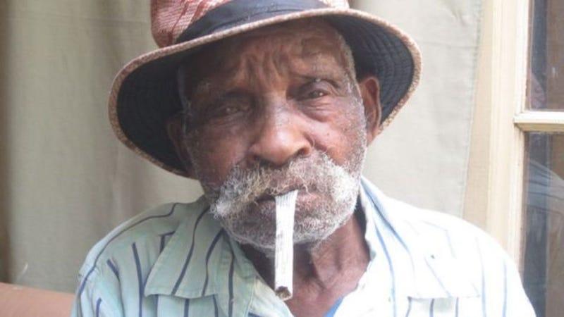 Illustration for article titled El hombre más viejo del mundo quiere dejar de fumar a los 114 años