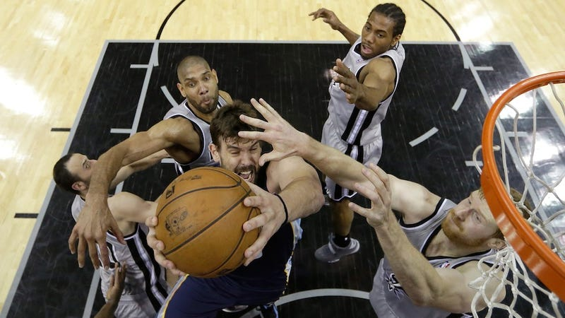 Illustration for article titled Grizzlies Couldn't Stop Or Score On The Spurs, So They Got Blown Out