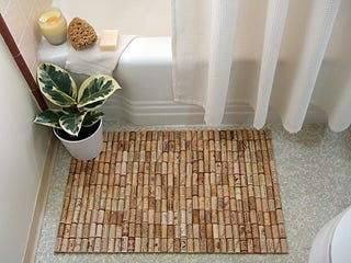Make a bath mat out of wine corks if youre quickly tasting your way through your wine collection you might as well use all those corks for something craft blog craftynest has a guide for solutioingenieria Choice Image