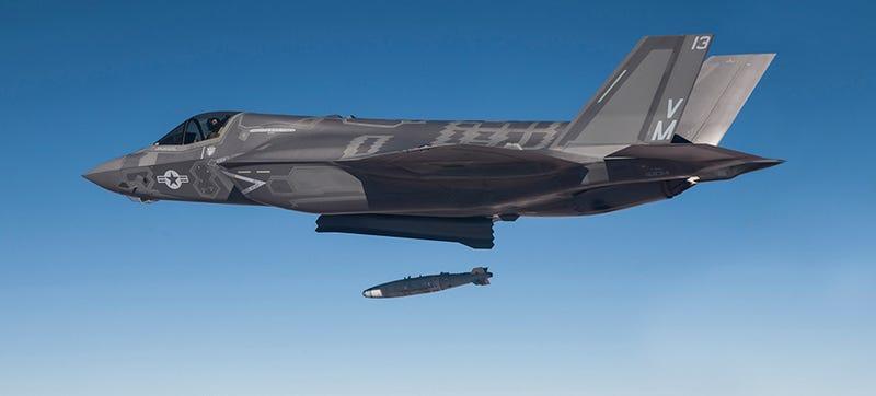 Illustration for article titled Un informe urge a EE.UU. a equipar los nuevos F-35c con armas nucleares