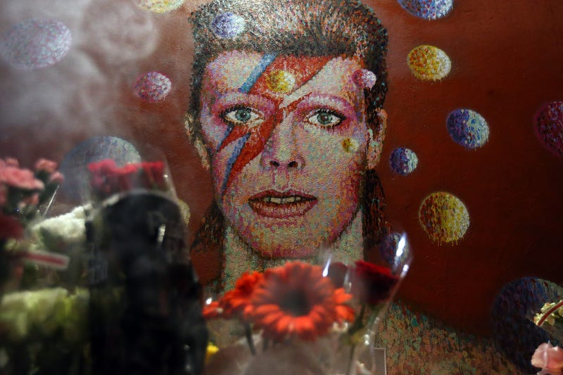 Illustration for article titled The NBA's Plays Of The Night Were A Tribute To David Bowie