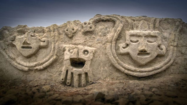These3,800-Year-Old Peruvian Carvings Look Like Modern Emoji