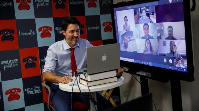 Justin Trudeau Uses Fake Mac, Like a Commoner