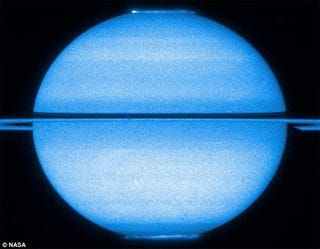 Illustration for article titled Rare Photos of Saturn's Aurorae Captured For The Last Time By Hubble