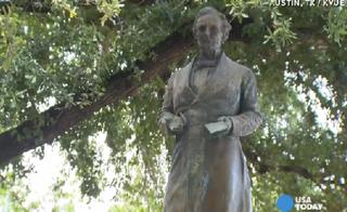 Jefferson Davis statue at University of TexasKVUE-TV