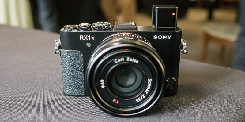 Illustration for article titled Sonys RX1r II: Is That 42 Megapixels In Your Pocket, or Are You Just Happy to See Me?