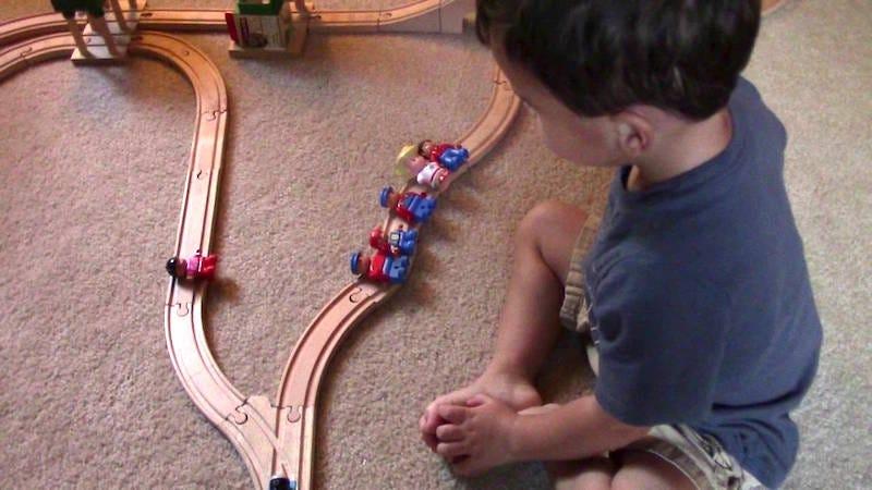 Illustration for article titled La brutal solución de un niño de dos años al dilema del tranvía