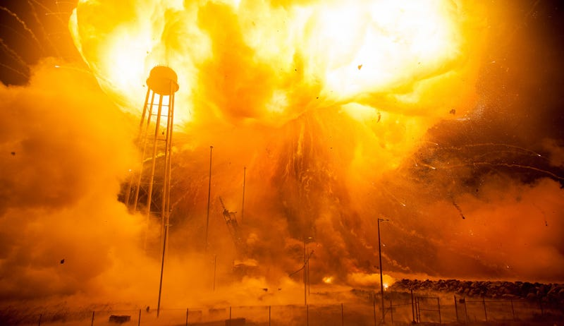 Illustration for article titled NASA Releases Harrowing New Photos of Last Year's Antares Rocket Explosion