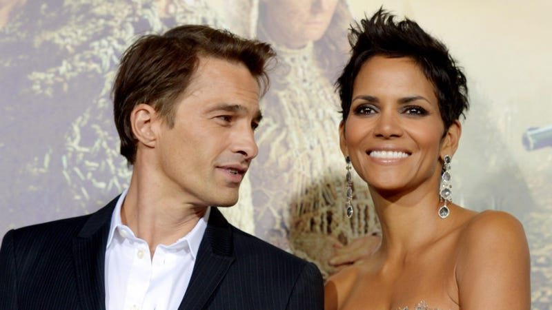 Illustration for article titled Halle Berry Getting Pregnant-Married to Olivier Martinez This Weekend!