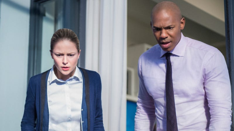 Melissa Benoist and Mehcad Brooks star in Supergirl (Photo: Diyah Pera/The CW)