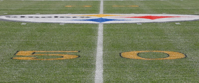 Illustration for article titled Raiders Give Middle Finger To The NFL, Refuse To Put Gold Marks On Field