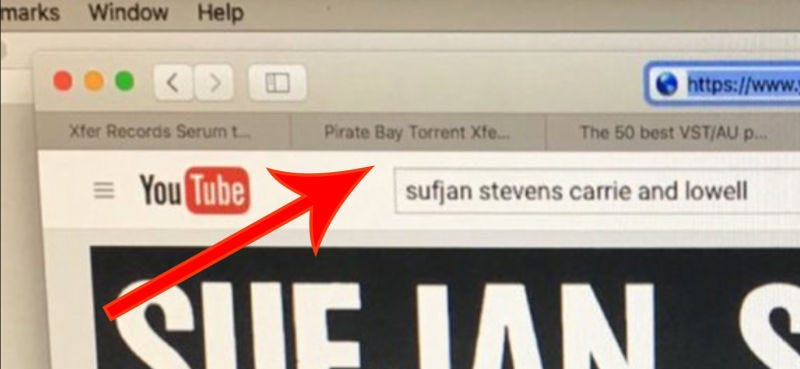 Illustration for article titled Cazan a Kanye West, defensor del copyright, con un enlace a Pirate Bay en su navegador