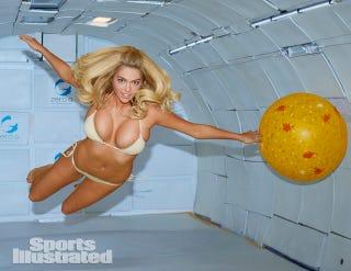Illustration for article titled Zéró gravitációban labdázott a szupermodell
