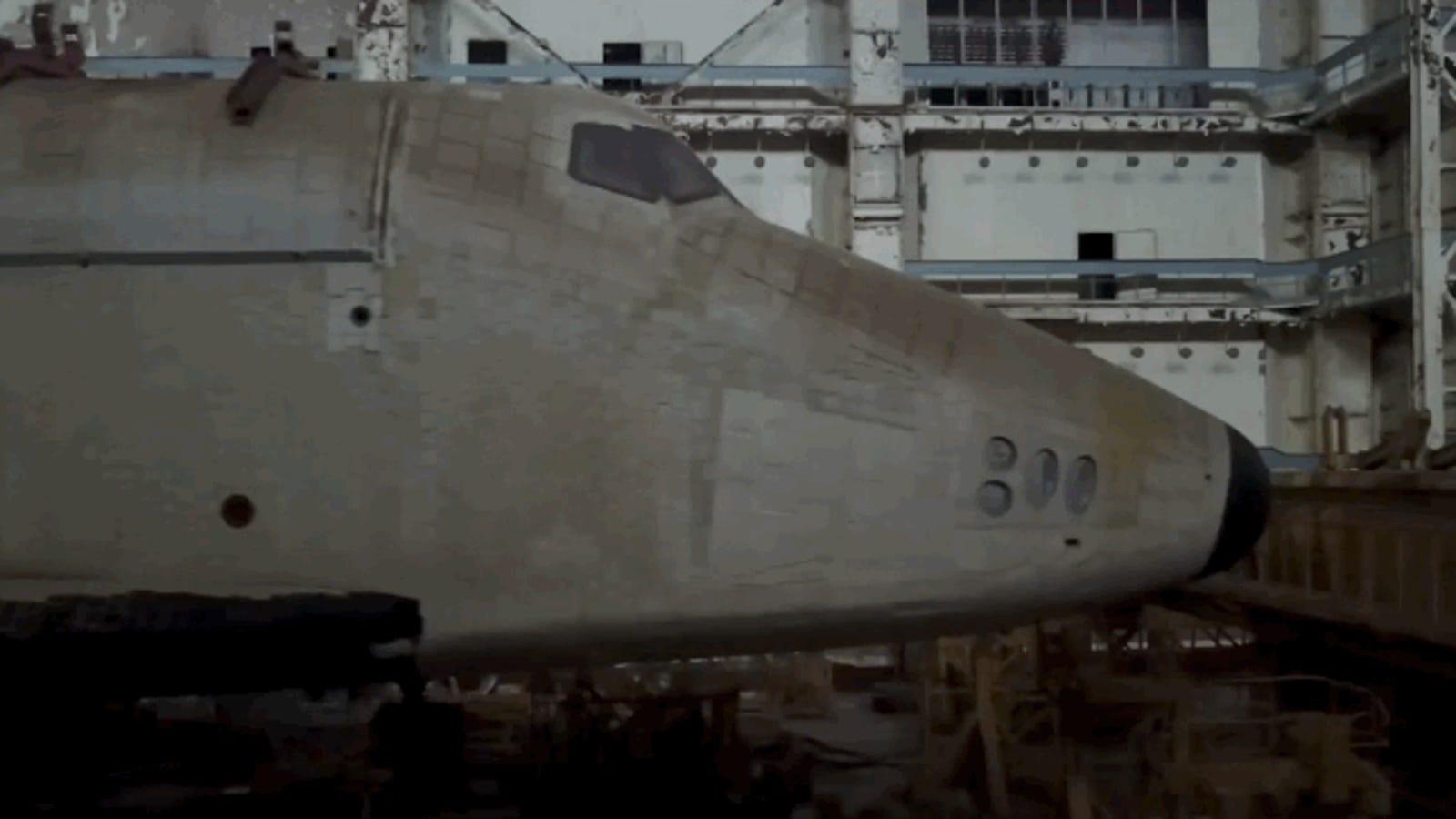Se cuelan en un cosmódromo ruso para grabar este brutal vídeo de un transbordador espacial abandonado