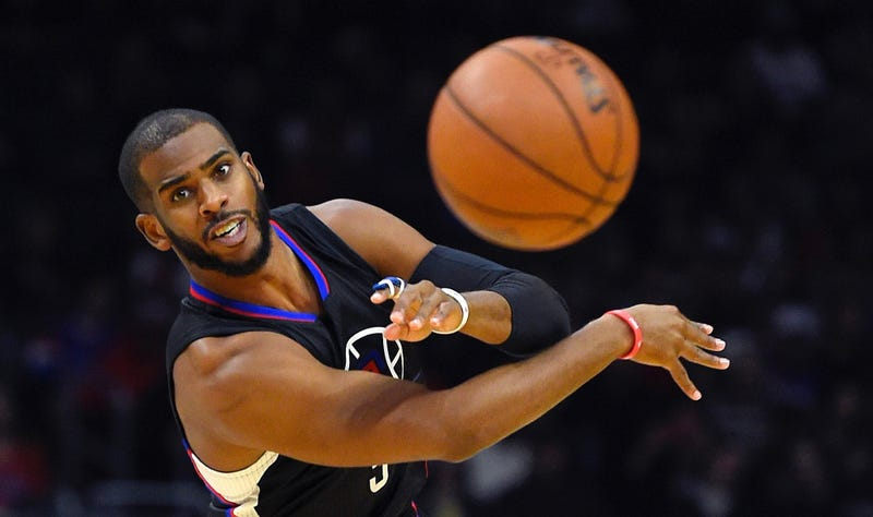 Illustration for article titled Should The Clippers Trade Chris Paul? A Very Short Debate