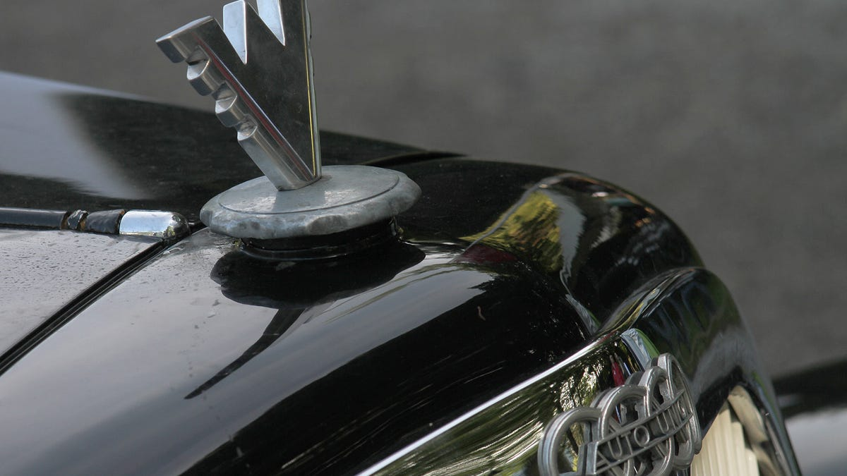 19 Hood Ornaments That Turn Luxury Cars Into Masterpieces