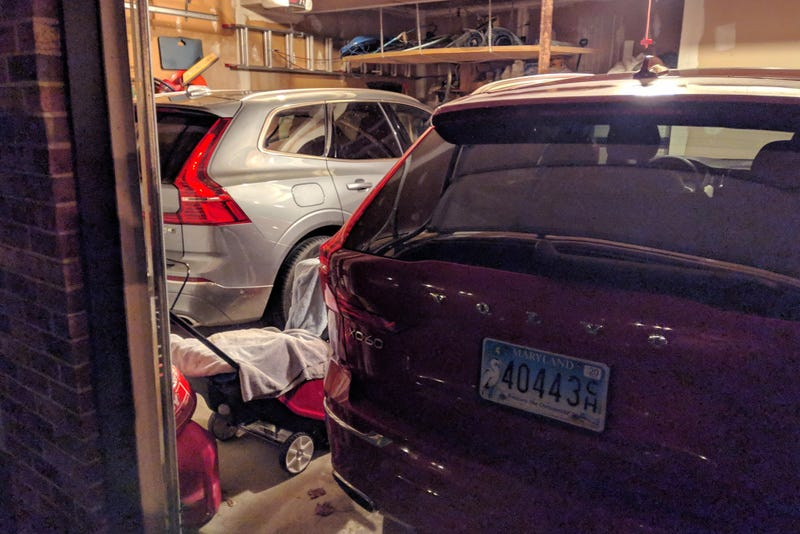 Illustration for article titled Finally got a pic of my parents' double Volvo XC60s in the same place at the same time