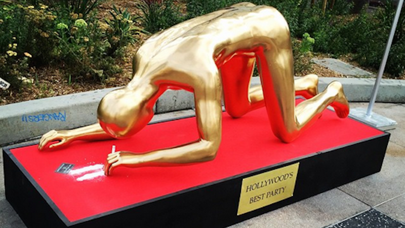 Illustration for article titled Oh, Here's the Oscar Statue Snorting Coke
