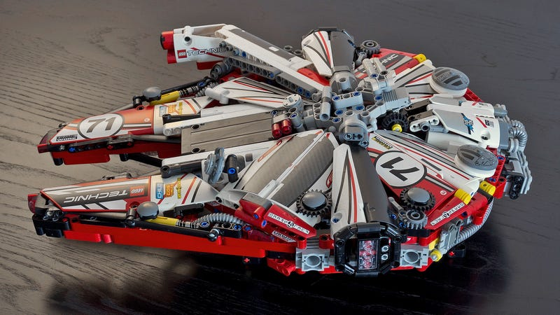 Illustration for article titled The Lego Millennium Falcon Looks Fantastic Decked Out in Racing Livery