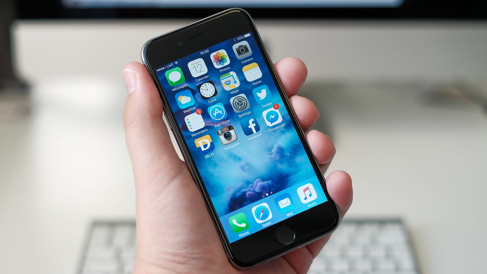 Get Rid of That Annoying Red Dot on Your iPhone Without Setting up ...