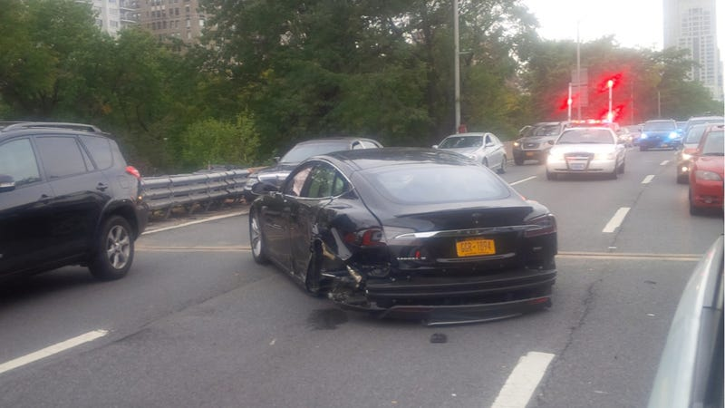 Illustration for article titled Tesla Model S Totalled In Violent New York Crash