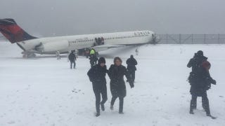 Illustration for article titled Giants TE Larry Donnell Was On Plane That Skidded Off Runway