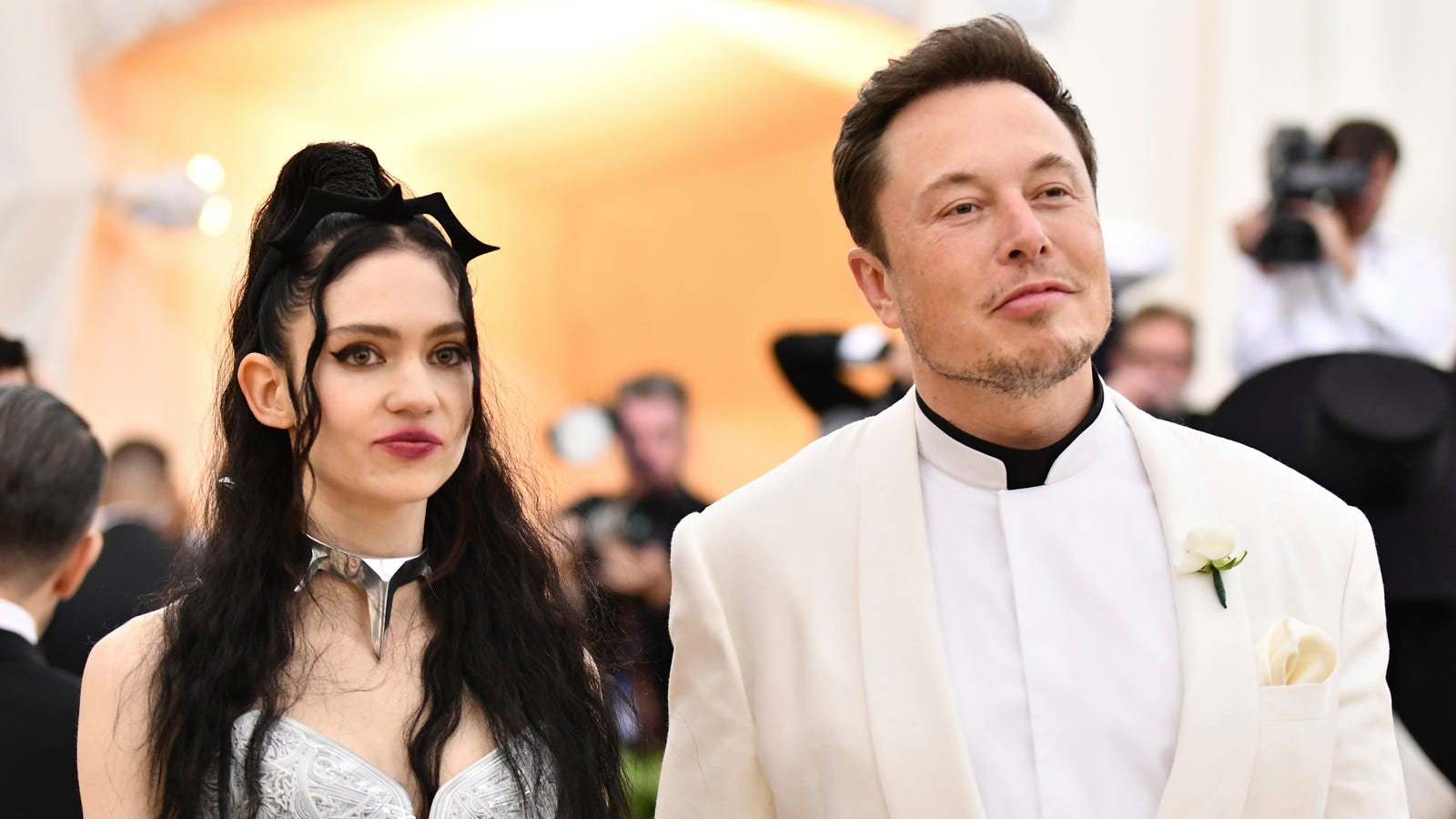 photo image Elon Musk Reduces Twitter Use, Specifically by Unfollowing Grimes
